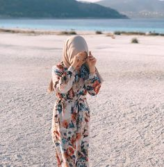 Image may contain: one or more people, people standing, ocean and outdoor Casual Hijab Outfit, Hijab Chic, Hijab Dress, Hijab Fashion Summer, Muslim Fashion, Modest Fashion, Hijab Fashionista, Travel Outfit Summer, Modest Wear