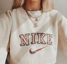 Teen Fashion Outfits, Retro Outfits, Look Fashion, Nike Fashion Outfit, Fashion Quiz, Teen Girl Fashion, 90s Fashion, Korean Fashion, Vintage Fashion