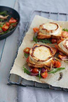 Lämmin vuohenjuustosalaatti | Kasvis, Arjen nopeat, Salaatit | Soppa365