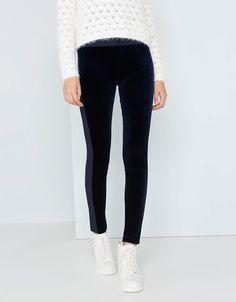 Navy trousers from Bershka decorated with velvet. Trousers, Pants, Ukraine, Ireland, Hair Makeup, Black Jeans, Velvet, Skinny Jeans, France
