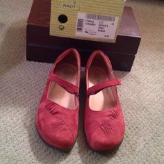 Naot Taramoa size 11 wine nubuk, removable inserts Worn about 2 times (virtually new), leather, excellent arch support, you can replace inserts w/your orthotics Naot Shoes Flats & Loafers