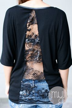 In letzter Zeit habe ich oft Shirts mit Spitzeneinsatz bei Pinterest gesehen und mich daran erinnert, dass bei mir auch noch ein schwarzer S...