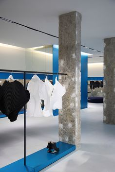 Tokujin Yoshika, Issey Miyake London Design News Anonymous Retail Store Design, Retail Shop, Commercial Design, Commercial Interiors, Issey Miyake, Fashion Store Design, Fashion Stores, Store Concept, Window Display Retail