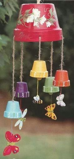 Flower Pot Wind Chimes | Clay flower pots made into a wind chime. Cute.