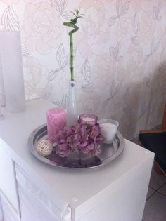Tischdeko wohnzimmertisch ikea  Deco! Mit frischer rosa Hortensie, Kerzen, Vase und Silbertablet ...