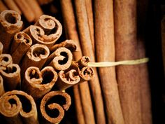 Menstrual Cramps Remedies Health Benefits of Cinnamon - Discover the Positive Health Benefits of Cinnamon. Eat your way to a more healthier You. Whey Protein Gold Standard, Health Remedies, Home Remedies, Natural Remedies, Cramp Remedies, Herbal Remedies, Remedies For Menstrual Cramps, Cinnamon Health Benefits, Period Cramps