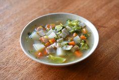 いちばん丁寧な和食レシピサイト、白ごはん.comの『和風ミネストローネの作り方』を紹介するレシピページです。冷蔵庫にある野菜をたっぷり使って、和風だしベースのミネストローネを作ります。野菜の美味しさが感じられるシンプルな味わいで、トマト味でないこともあって和食の献立にも取り入れやすいと思います。
