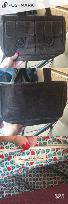 Abercrombie & Fitch purse In excellent condition! Abercrombie & Fitch Bags Shoulder Bags