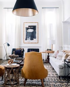 Today on the blog, my round up of some of my favourite #oneroomchallenge transformations, along with the design lessons we can take away from each room. Isn't this living room by @claire_brody stunning?