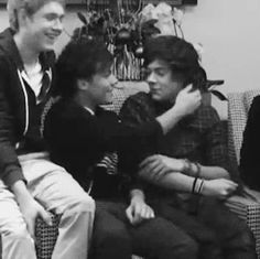 One and only — ¿Por qué creer en Larry? Parte Heart eyes y. Larry Stylinson, Larry Gif, Louis Y Harry, Larry Shippers, Foto Real, I Believe In Love, I Love One Direction, Oui Oui, Harry Edward Styles