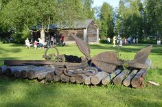 Turkansaaressa voi tutustua maatalouteen, karjanhoitoon, kalastukseen, tervanpolttoon ja Oulujokivarren asumiseen.
