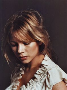I may be the only one, but I think long-haired #michellewilliams is way prettier than pixie-cut Michelle.