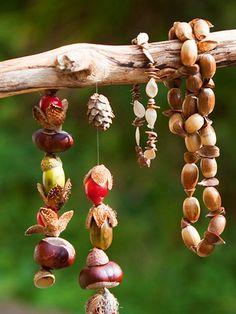 Garten: Wo Kinder aufblühen - Beobachter Whilst historical throughout idea, your pergola has become having Diy Nature, Nature Crafts, Autumn Decorating, Fall Decor, Diy For Kids, Crafts For Kids, Diy Pour Enfants, Acorn Crafts, Conkers