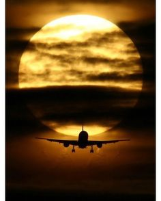 """(disambiguation) The term airplane (equivalent to """"aeroplane"""" in non-US English) typically refers to any powered fixed-wing aircraft. Airplane(s) may also refer to: Jet Privé, Cool Photos, Beautiful Pictures, Fotografia Macro, Fear Of Flying, Jet Plane, Beautiful Sunset, Ciel, Amazing Photography"""
