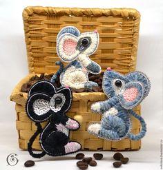 Beaded Brooch, Shibori, Beaded Embroidery, Handicraft, Needlework, Diy And Crafts, Coin Purse, Throw Pillows, Beads