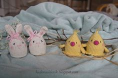 Egg Cozies: chicks and bunnies Crochet Egg Cozy, Easter Crochet, Crochet Hats, Easter Specials, Happy Easter, Baby Shoes, Bunny, Diy, Amigurumi