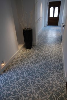 Low Budget Home Decoration Ideas Hall Flooring, Best Flooring, Hallway Inspiration, Interior Inspiration, Tiled Hallway, Floor Texture, Interior Design Images, Tile Design, Home Deco