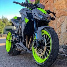 Kawasaki Z 1000 Futuristic Motorcycle, Retro Motorcycle, Motorcycle Design, Motorcycle Bike, Ducati Motorbike, Motorcycle Paint, Kawasaki Motorcycles, Cool Motorcycles, Vintage Motorcycles