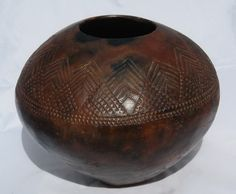 Zulu Pot 9765 - Nkandla Region   Regional differences are found in decoration. Much related deep incised zigzag lines of probable Indo-Persian origin (above and below) are found on carved wooden objects from Natal to Somalia.