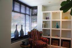 leeshoek onderdeel van totale inrichting woonkamer met fauteuil als eyecatcher! Blinds, Curtains, Home Decor, Lounge Chairs, Decoration Home, Room Decor, Shades Blinds, Blind, Draping