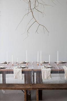 Minimalist Thanksgiving table ideas.