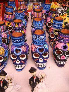 DIA DE LOS MUERTOS ☠~Day of the Dead~Calaveras de barro pintado. Día de Muertos.