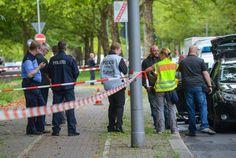 Die Staatsanwaltschaft hat Details zu dem Angriff in Berlin bekannt gegeben: Demnach hatte ein 41-jähriger Iraker eine Polizistin attackiert und wurde dann von einem Beamten erschossen. Er habe der Islamistenszene angehört.