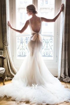 Tendance Robe du mariage Dreamy Parisian wedding gown: Photography : Catherine OHara Read More on SMP: w Parisian Wedding Dress, French Wedding Dress, Second Wedding Dresses, Paris Wedding, Princess Wedding Dresses, Tulle Wedding, Wedding Pics, Mermaid Wedding, Backless Wedding