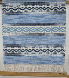 Min hobby: juni 2011 Weaving Projects, Sewing Art, Recycled Fabric, Woven Rug, Loom, Hand Weaving, Design Inspiration, Stripes, Textiles