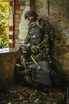 NOTE DPM camo, body armour