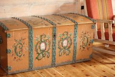An big old rosepainted chest from Juvasshytta - Norway Photo Monica Reberg