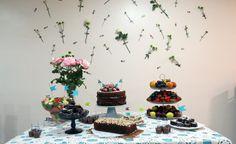 Decoração de mesa de bolo em aniversário. Por: Ana Isa Zanesco e alimentação: Carolinas na cozinha