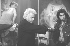 Still of Kiefer Sutherland and Billy Wirth in The Lost Boys (1987) http://www.movpins.com/dHQwMDkzNDM3/the-lost-boys-(1987)/still-1967444736