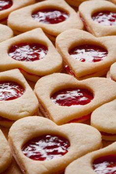 Linecké vianočné pečivo - Recept pre každého kuchára, množstvo receptov pre pečenie a varenie. Recepty pre chutný život. Slovenské jedlá a medzinárodná kuchyňa Christmas Baking, Baking Recipes, Waffles, Deserts, Food And Drink, Low Carb, Pie, Cookies, Breakfast
