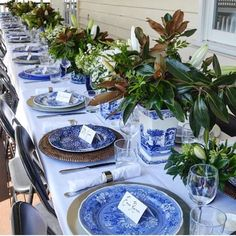 White Table Settings, Beautiful Table Settings, Christmas Table Settings, Place Settings, Mismatched Table Setting, Christmas Tables, Blue And White China, Blue China, Party Decoration