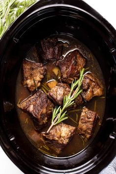 Slow Cooker Beef Short Ribs are cooked in the crockpot until they reach fall-off-the-bone deliciousness. This simple dish is a classic that is full of comfort food flavor. - Slow Cooker - Ideas of Slow Cooker Slow Cooker Short Ribs, Slow Cooker Ribs Recipe, Beef Ribs Recipe, Best Slow Cooker, Slow Cooker Beef, Crockpot Beef Ribs, Flanken Short Ribs Recipe Slow Cooker, Slow Cooking, Slow Cooked Meals