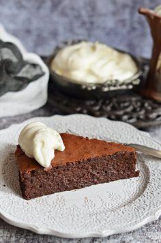Francia csokoládétorta bögrésen - Rupáner-konyha Cake Cookies, Vanilla Cake, Pesto, Cheesecake, Food And Drink, Sweets, Recipes, Cakes, France