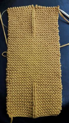 Felt Keychain, T Shirt Yarn, Knitted Bags, Crochet Dolls, Lana, Free Pattern, Crochet Patterns, Purses, Knitting