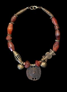 Marion Hamilton necklace of carnelian agates of various ages, strung with C Nigerian brass and an Ethiopian shaman's bronze amulet. Tribal Necklace, Tribal Jewelry, Diy Necklace, Boho Jewelry, Jewelry Crafts, Jewelry Art, Beaded Jewelry, Jewelery, Fashion Jewelry