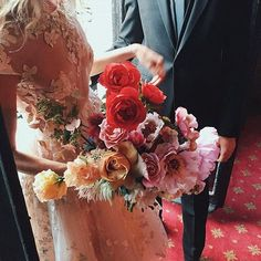 When two of your favorite things collide & and it's just so gd. Glad to see that this  @inbaldrorofficial number we peeped last bridal week & these next-level @brrch_floral blooms found each other. ( regram @brrch_floral) Reposted Via @rileyandgrey