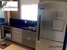 Boa Tarde!!! Linda Cozinha em Quartzo Stone Azul Estrelar. Projeto Leila Libardi Design de interiores. Execução Asti Mármores #astimarmores #quartzoestrelar #cozinhaazul #lelilalibardi #kitchen