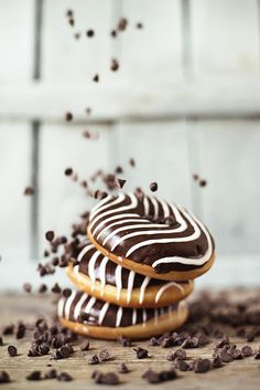 Donuts l Food Photography Delicious Donuts, Yummy Food, Donut Recipes, Dessert Recipes, Homemade Donuts, Baked Donuts, Donuts Donuts, Aesthetic Food, Food Pictures