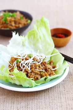 Lettuce wraps with ground chicken and mushroom. Easy lettuce wraps recipe that is better than PF Chang's lettuce wraps and takes 15 minutes only. A must try Chinese recipe | http://rasamalaysia.com