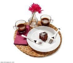 Un desert surpriză poate fi un mod frumos de a-l răsfăța pe cel drag. #gesturimici #CatalogulIKEA2016 www.IKEA.ro/farfurie_OFTAST Ikea, Table Settings, Ikea Ikea, Table Top Decorations, Place Settings, Dinner Table Settings, Table Arrangements