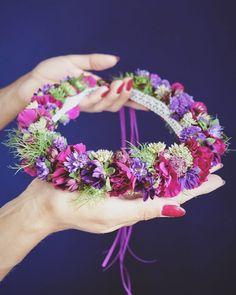 """78a4f4e1a9 Kwiaciarnia Floris on Instagram  """"Ślubny dla za Ani 💜  wianek  wianuszek   wianeknagłowie  wijemy  cudawianki  lovemyjob  kwiatywewlosach  wreath   wreath ..."""