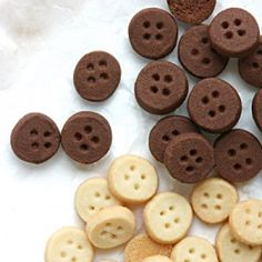 Cute as a button - Shortbread cookies for favors