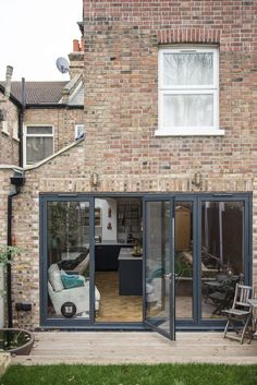 Real home: an open plan kitchen extension with industrial touches Lisa Noble and Alex Bramwell extended to create a stylish open-plan kitchen that's ideal for entertaining Small Open Plan Kitchens, Open Plan Kitchen Dining Living, Open Plan Kitchen Diner, Open Plan Living, Living Room Kitchen, Open Plan House, Living Rooms, Barbacoa, House Extension Design