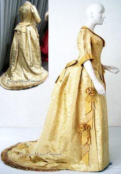 Reception dress ca. 1885.  Patrimonio Hictórico Familiar Pinterest & Instagram
