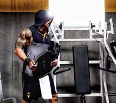 dwayne johnson at his gym 2018 The Rock Dwayne Johnson, Rock Johnson, Dwayne The Rock, Dwyane Johnson, Wwe The Rock, Thr Rock, Moss Stitch, American Actors, Mens Fitness