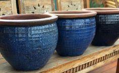 Vaso Vietnamita: +68 Modelos Grandes e Lindos Para Usar na Decoração Garden Makeover, Serving Bowls, Planter Pots, Tableware, Design, Gabriel, Macrame, Villa, Gardening